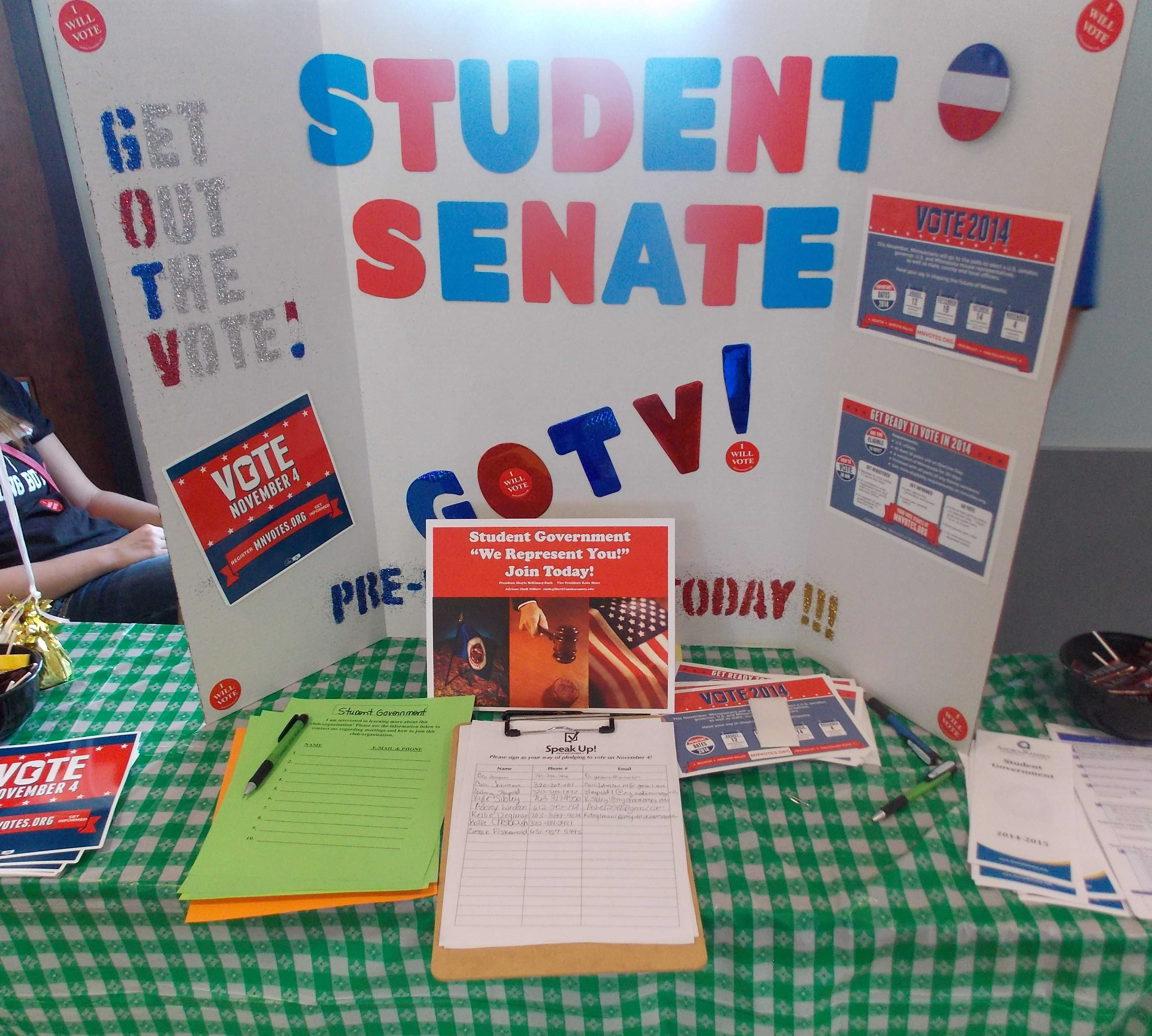 Cambridge Student Government registers students to vote at a recent Club Fair