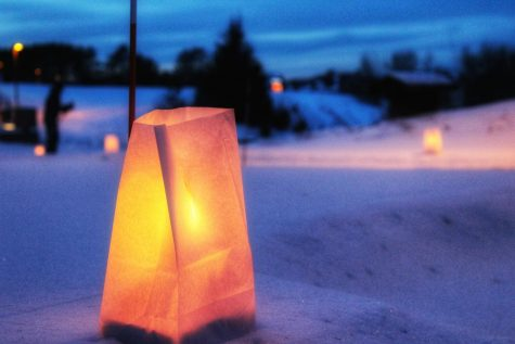 One of the 500 candle luminaries that lined the trails near campus. Image Credit: Liz Tischler